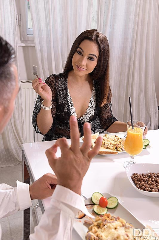 Horny chick Ginebra Bellucci seduces her date with foot play in heels