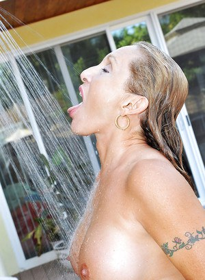 Tanned mature hottie stripping from sexy bikini and showering outdoor