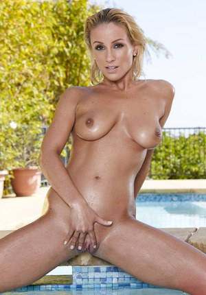 Big titted MILF Lexi Swallow exposing her hot tanned body by the pool