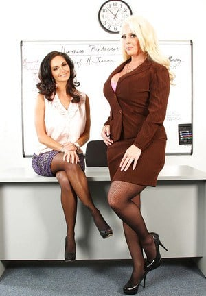 Alura Jenson and Ava Addams are playing with her it twat together