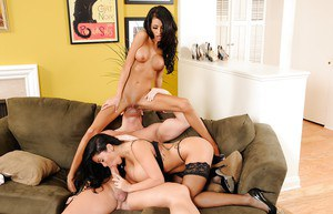 Sienna West and Lexi Diamond are having an amazing threesome