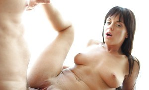 All natural brunette babe Rahyndee James having pink pussy ate out