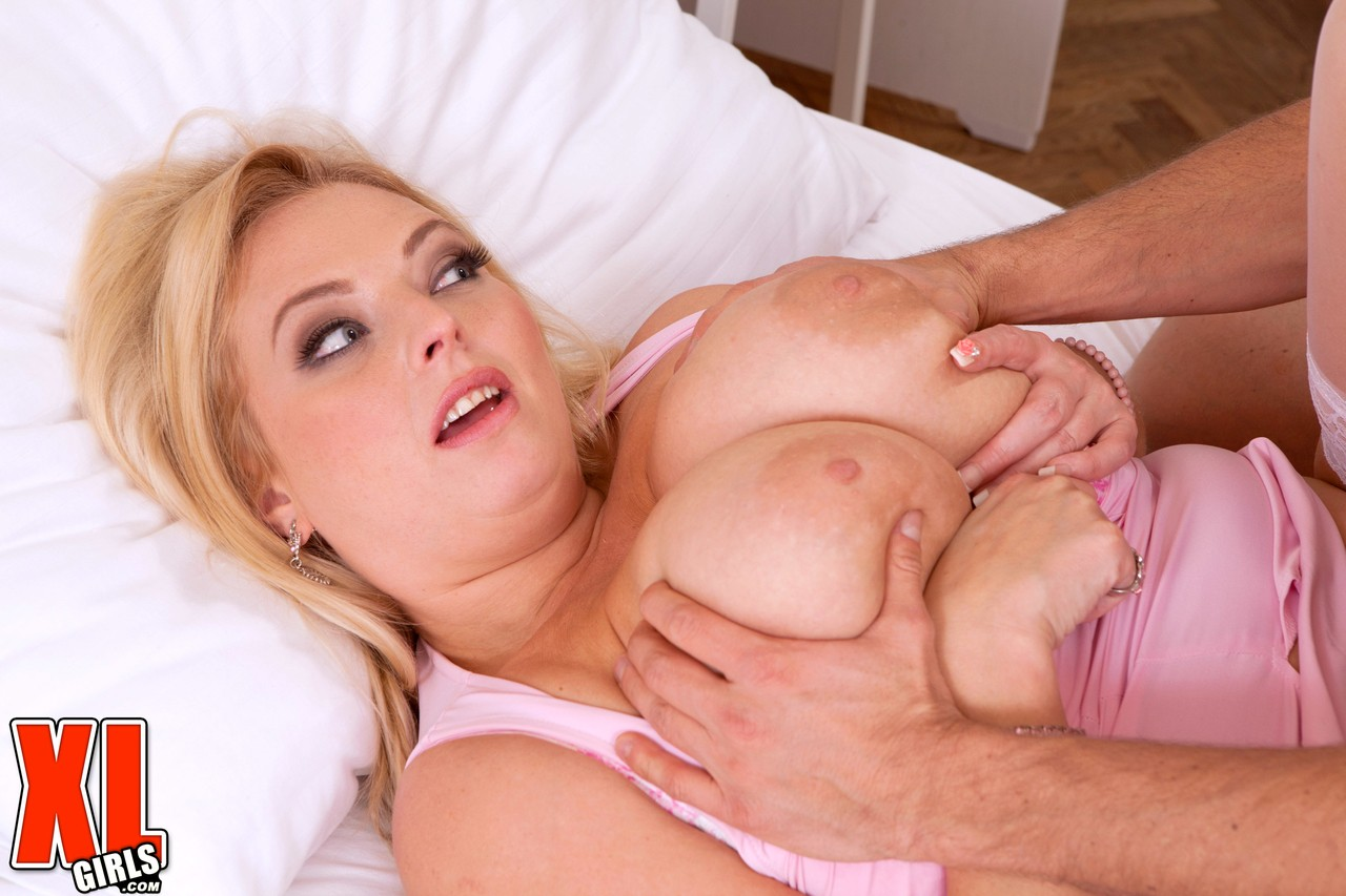 Blonde BBW Angel Sweets takes a cumshot on her tits after tit-fucking