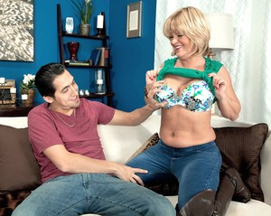 Thick granny Elara Elis has sex with her toy boy in over the knee boots