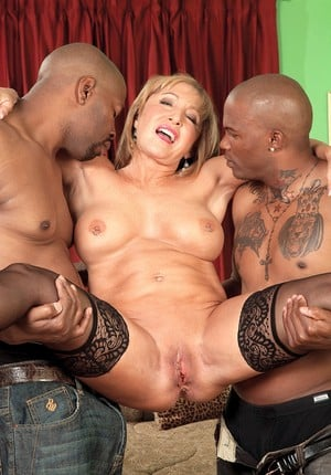 Hot grandmother Luna Azul gets jizz dumped on her face by 2 black studs