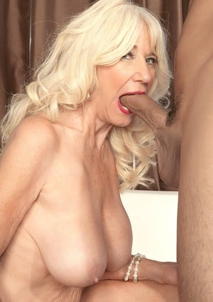 Sexy nan Summeran Winters removes retro pretties before banging a big dick