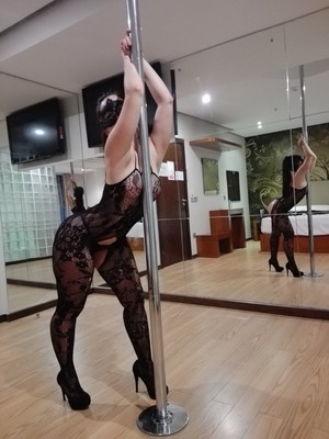 Masked female works her big booty up against a pole when not sucking cock