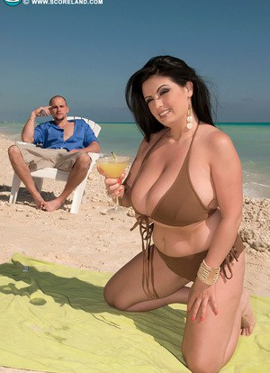 Brunette fatty Arianna Sinn frees massive big tits at beach for ass licking