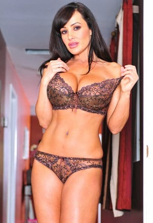 Curvy MILF in lace lingerie Lisa Ann making out with a horny student