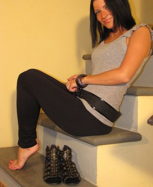 Dark haired model Barbara frees her pretty feet from sandals in yoga pants