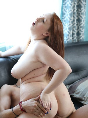 Amateur plumper Felicia Clover strips off bra and panties before fucking