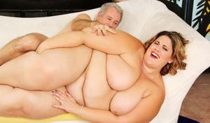 Morbidly obese woman Erin Green baring all her fat rolls for a hard fucking