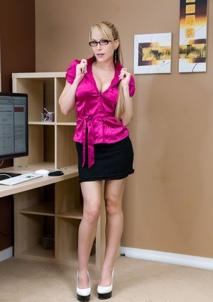 Big boobed office slut Katie Banks kneels down and blows off her boss