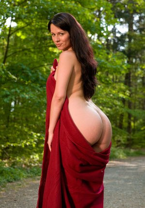 Hot brunette Kylie bares her sexy ass on the trail & shows juicy dark nipples
