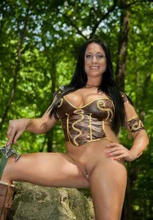Brunette amateur Isis huge boos ensures shes the center of attention
