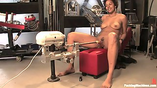 Fucking Machines Fun With A Kinky Ebony Babe
