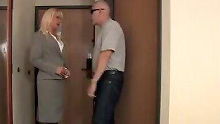 Milf Tied In A Hotelroom