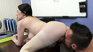 Brunette Mommy Rayveness Gets Her Soaking Twat Nailed By Johnny Castle