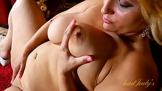 Fun And Chubby Milf With A Gorgeous Bald Pussy