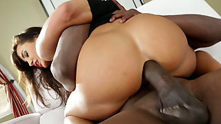 Desirable Brunette Mommy Lisa Ann As Fucked By A Black Dude