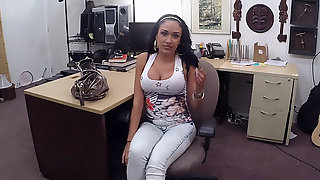 Brunette Big Tits Latina Woman Sells Stolen Phones Gets Fucked
