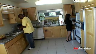 She Cheats On Her Husband By Fucking A Guy While At Work