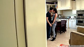 Jeans Babe Jodi Taylor Sedues Him For A Great Fucking