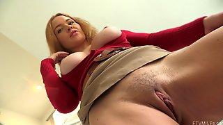 Insatiable Minx Krissy Enjoys Spreading Her Orgasmic Pink Slit