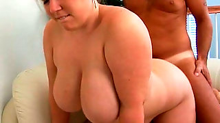 Sextractive Curvy MILF Is Getting Nailed Actively In A Doggy Position