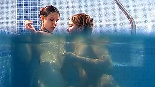 lesben im schwimmbad