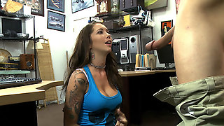 Brunette Big Ass Woman Wants To Sell Her Vinyls And Ends Up Fucked