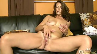 Tall And Sexy Mature Chick Masturbates On Her Couch