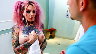 Sydnee Vicious & Bill Bailey In Big Tit Tattooed Stepsister Sydnee Vicious - BurningAngel