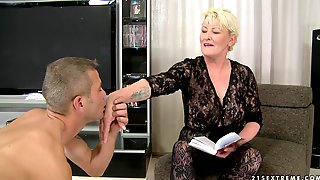 Fat Blonde Mature Fucked In Shaved Pussy