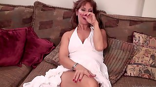 Mature Mom Brook Playing With Her Shaved Pussy