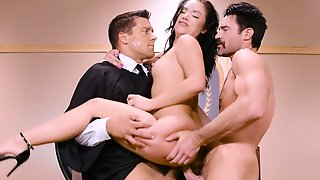 Wife Kristina Rose Shared In A 3some With Dp & Mouthfull In The Court