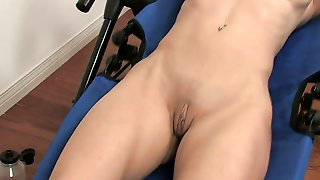 Sporty Big Titted Slut Shoves Fingers In Her Cunthole