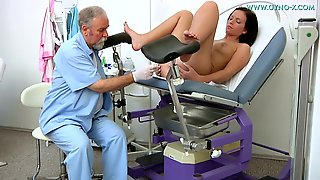 Sexy Harlot Visits Kinky Doctor For Fully Naked Examination