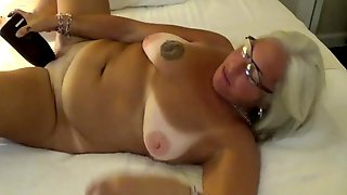 Mature Jewish Amateur Fucks Her Ass With A Bottle