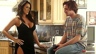 Unforgettable Dirty Sex With Jaw Dropping Busty Bitch Reagan Foxx