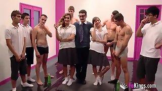 Enjoy A Crazy College Girls Bukkake Party In The Gym