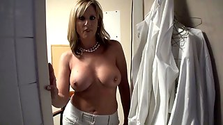 Busty Mom Got Fucked In The Club