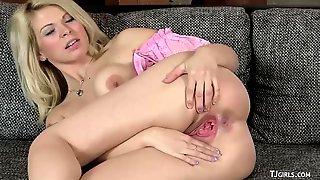 Czech Cutie Barbora Gaping Her Cunt