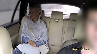 Tanned Sexy Babe Fucks In Taxi