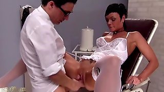 Kinky Gynaecologist Gives Brunette Hottie A Hard Fuck