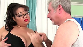 Nerdy Obese Brunette Miss Lingling Lets Pervert Masturbate Her Wet Pussy
