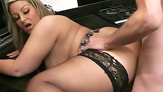 Guy Cheats With BBW At The Kitchen
