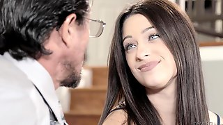 Yammy Brunette Is Gonna Boffing With Mature Daddy!