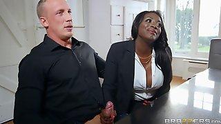 Big Pale Guy With Huge Dick Fucks Posh Black Cougar