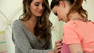 Damn Great Lesbo Kimmy Granger Is Expert At Treating Wet Pussy Right